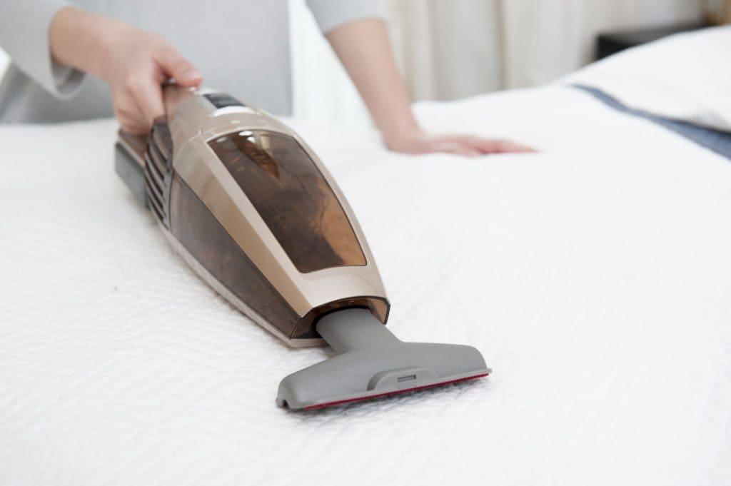 Madratsit on soovituslik mõlemalt poolt regulaarselt tolmuimejaga puhastada